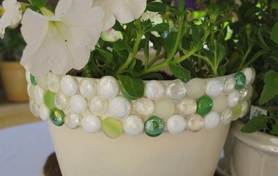 Decorar una maceta con piedras plantas de interior y for Decoracion de macetas para interiores